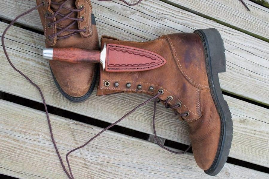 Ways of wearing boot knife