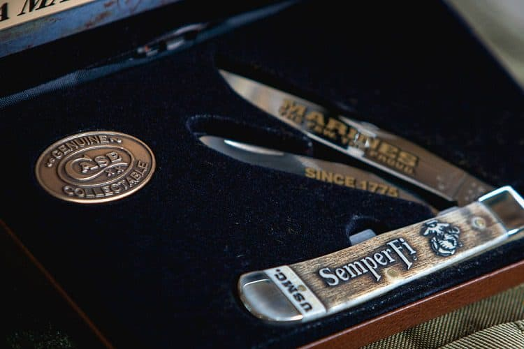 case knive with collectable stamp logo